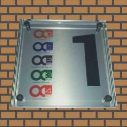 Glazen naambord voor bedrijf met logo