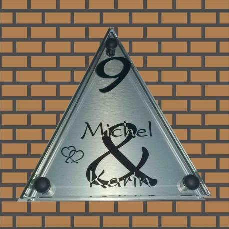 Glazen naambord in de vorm van driehoek